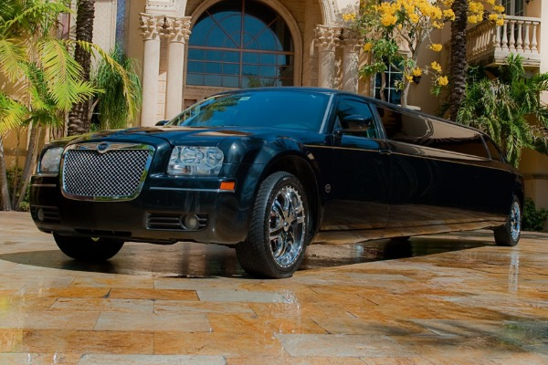 8 Person Chrysler 300 Limo Service San Jose